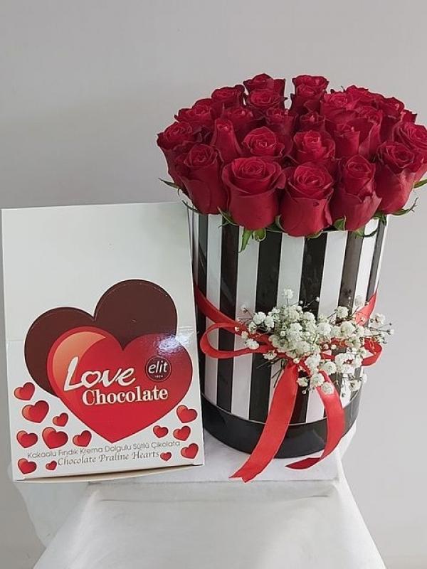Kutuda 15 Gül ve Çikolata