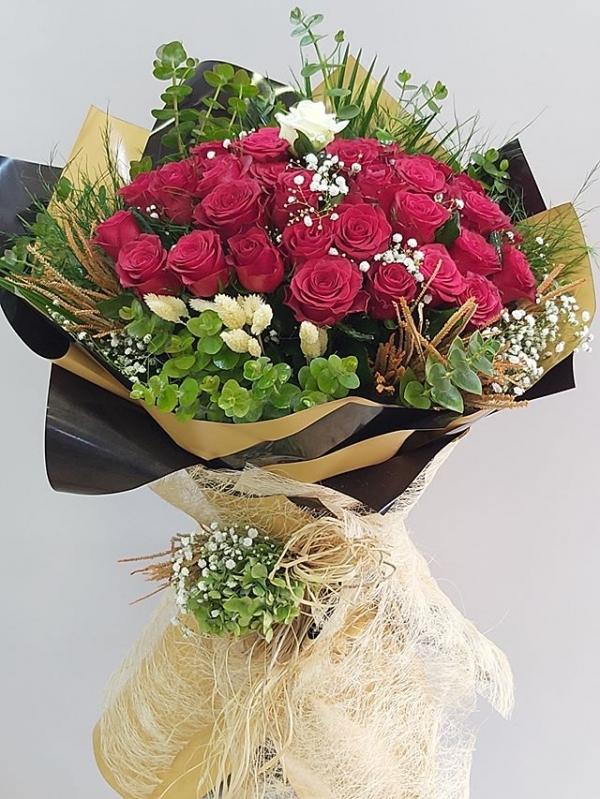 41 Kırmızı Gül Söz Çiçeği