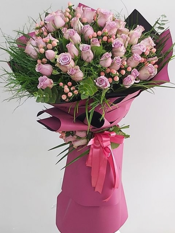 Lila İthal Güller Buket