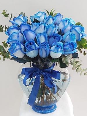 Mavi Gül 21 Adet Kalp Vazoda