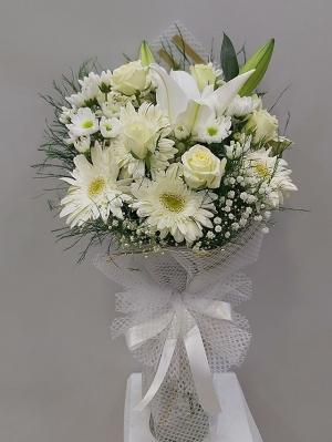 Beyaz Şık Çiçek Buketi