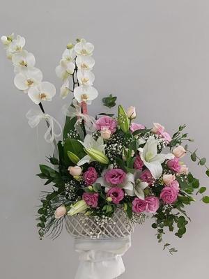 Örgülü Seramikte Özel Çiçek Aranjmanı