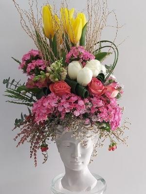 Heykelde Çiçek Aranjmanı