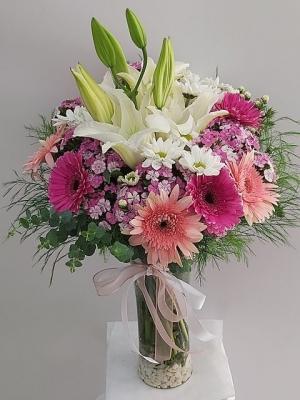 Vazoda Renkli Çiçekler Bahar